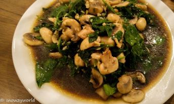 Stir-fry spinach with mushrooms